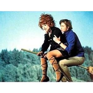 Cô Gái Ngồi Trên Cây Chổi (1972) (Engsub)